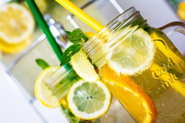 Domowa lemoniada – prosta recepta na upały