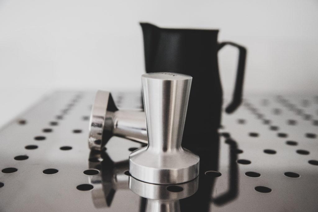 dzbanek do spienienia mleka aluminiowe tampery