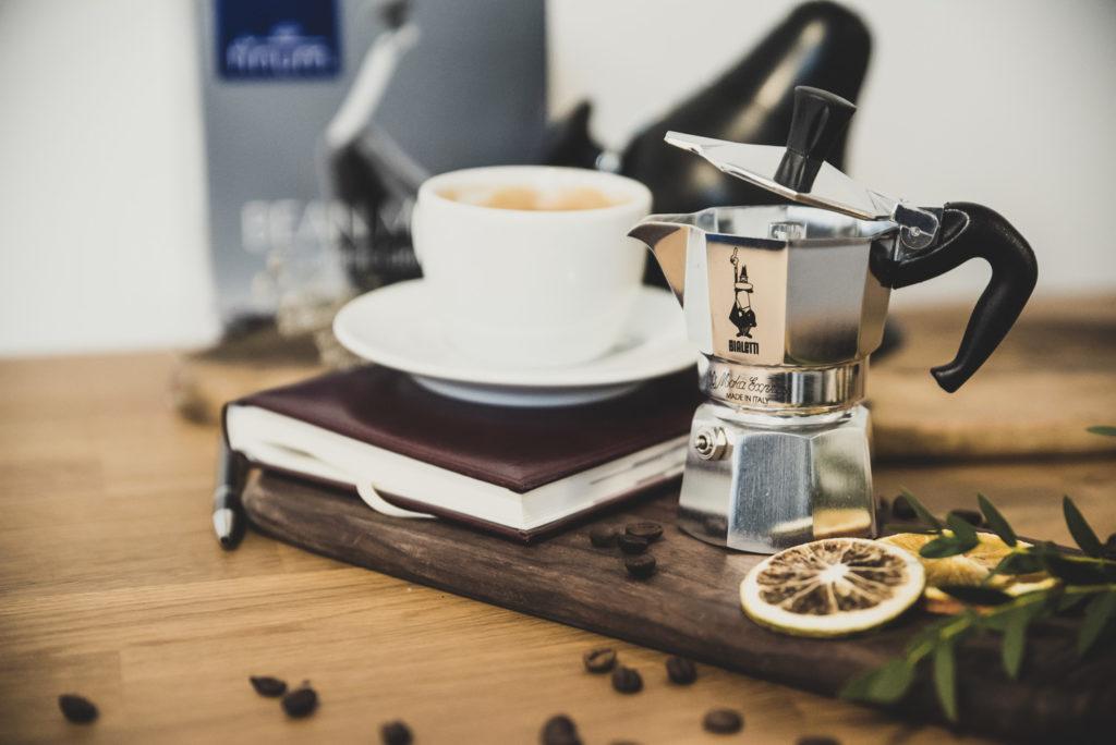 kawiarka filiżanka kawy kalendarz