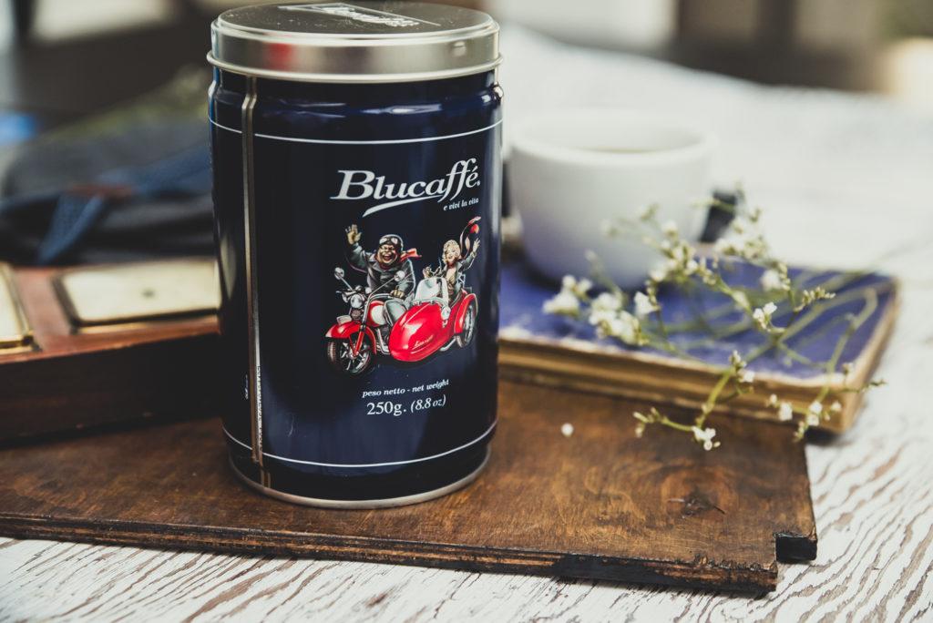 czarna puszka kawy