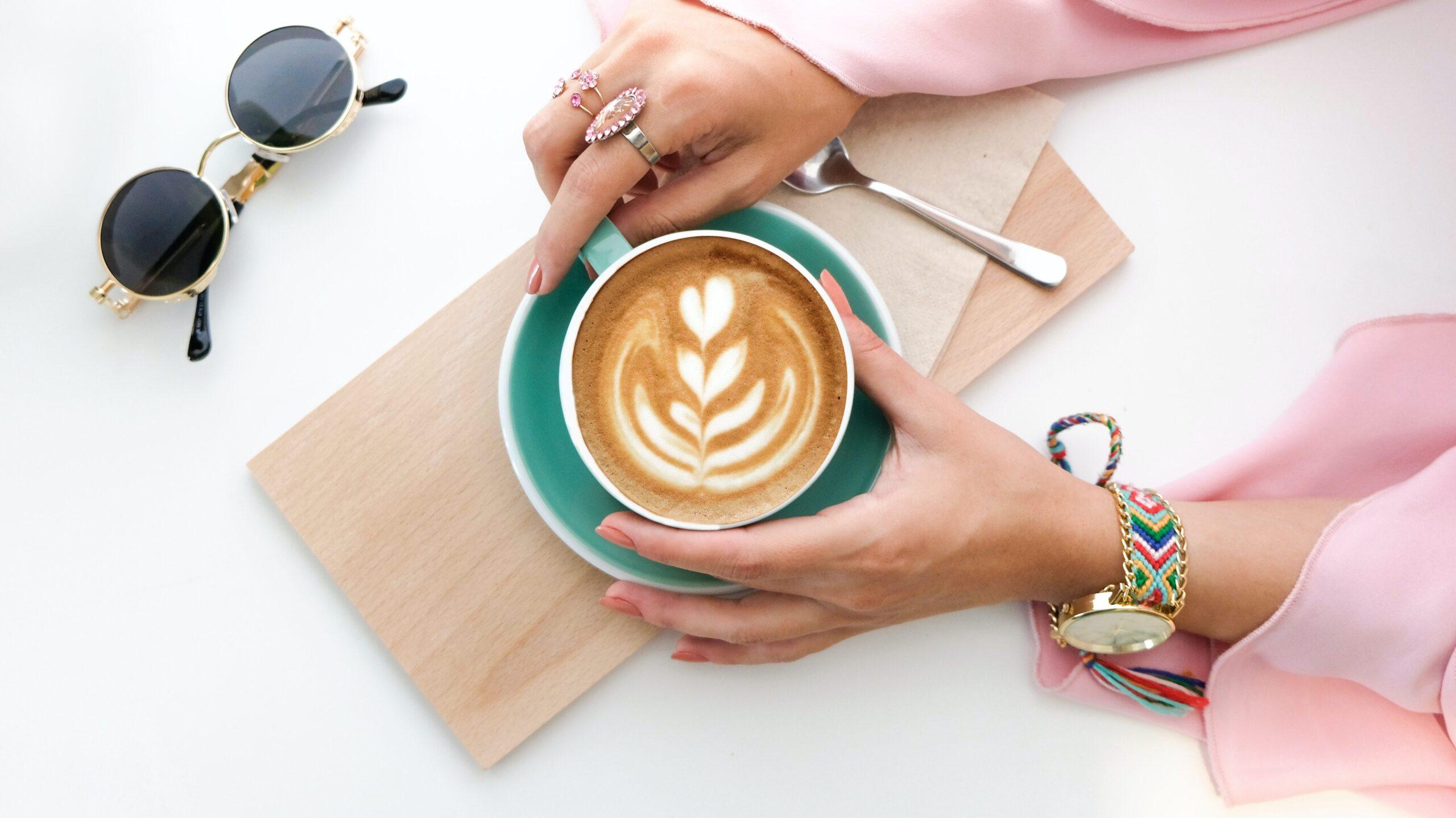 filiżanka kawy bezkofeinowej
